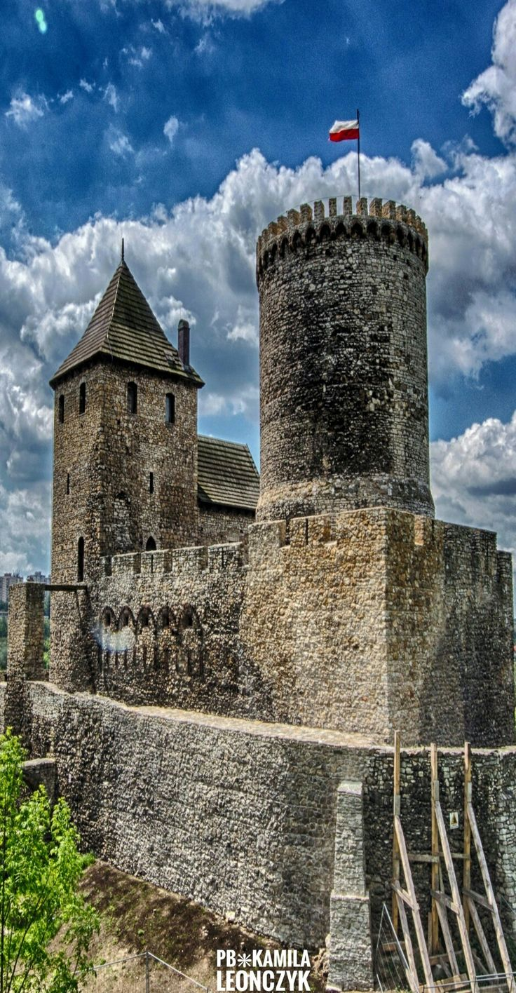 TheBędzin Castleis acastleinBędzin in southernPoland. The stone castle dates to the 14th century, and is predated by a wooden fortification that was erected in the 11th century. It was an important fortification in theKingdom of Polandand later, thePolish-Lithuanian Commonwealth