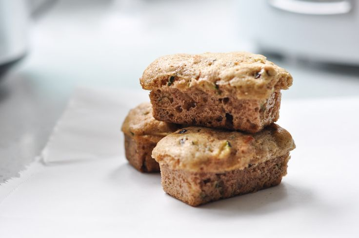 Make these quick and easy zucchini mini loaves for lunch! Add some pumpkin pie spice and it's the perfect Autumn treat!