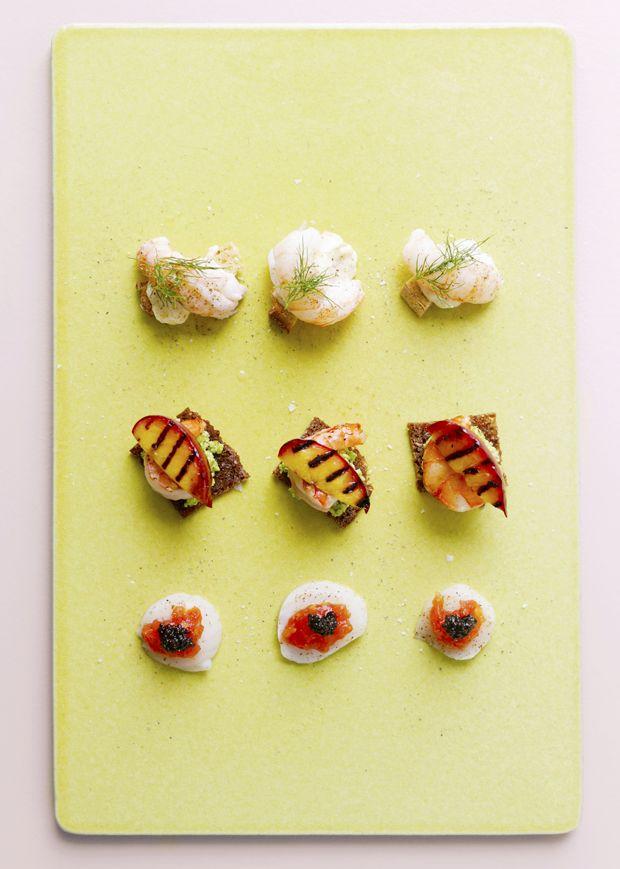 Friske tapas med fisk og smagfulde skaldyr er den perfekte måde at fejre sommeren og de varme aftener udendørs på.