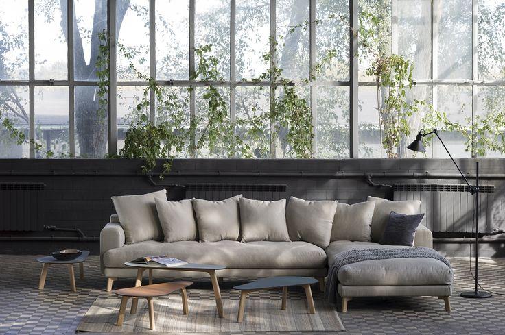MELISA - kolekcja mebli tapicerowanych sofa, sofa narożna, fotel szezlong, podnóżek; i stolików, projekt: Tomasz Augustyniak, producent: NAP Sp z o.o. Fot. musthave.lodzdesign.com #kanapy #sofa #sofy #meble #wystrój #pomysły #dizajn #nowoczesny #salon #nowocześnie #dom #design #home #furniture #trends #grey