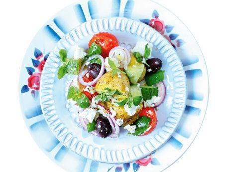 Grekisk sallad med färskpotatis