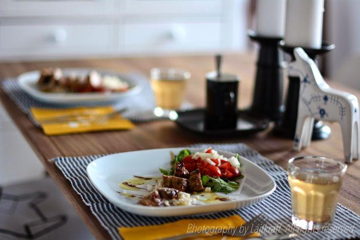 Grilled sirloin on apple sticks | LAJTKRAFT food