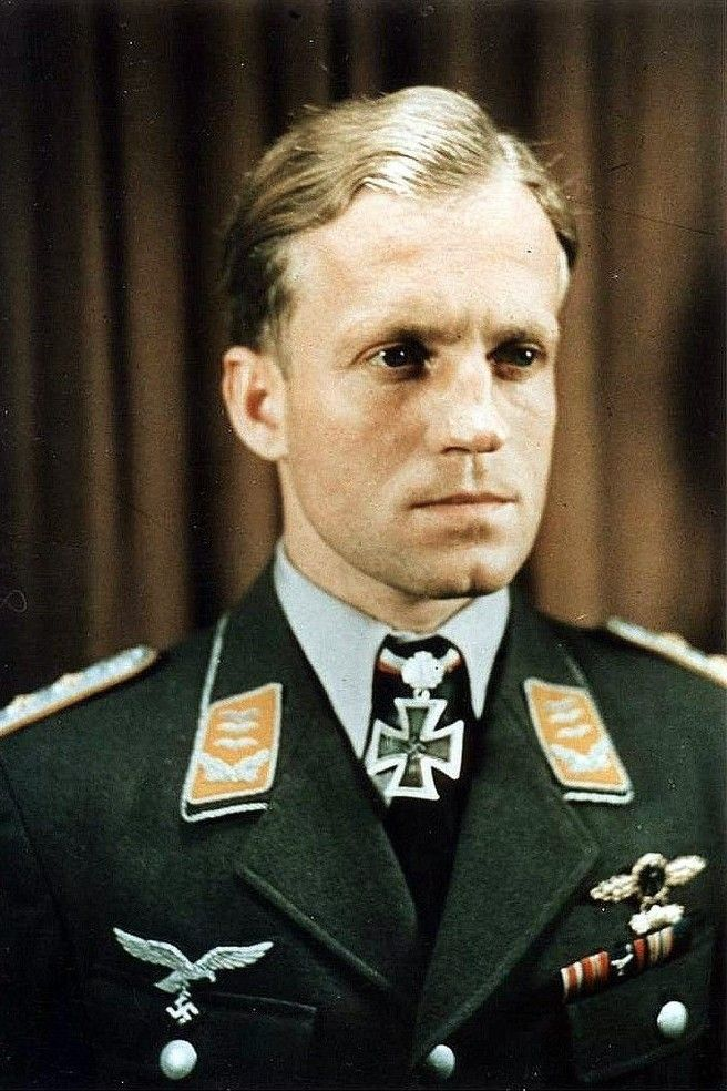 """Hauptmann Bruno Dilley (1913-1968), Kommandeur I./Sturzkampfgeschwader 2 """"Immelmann"""", Ritterkreuz 04.06.1942, Eichenlaub (174) 08.01.1943"""