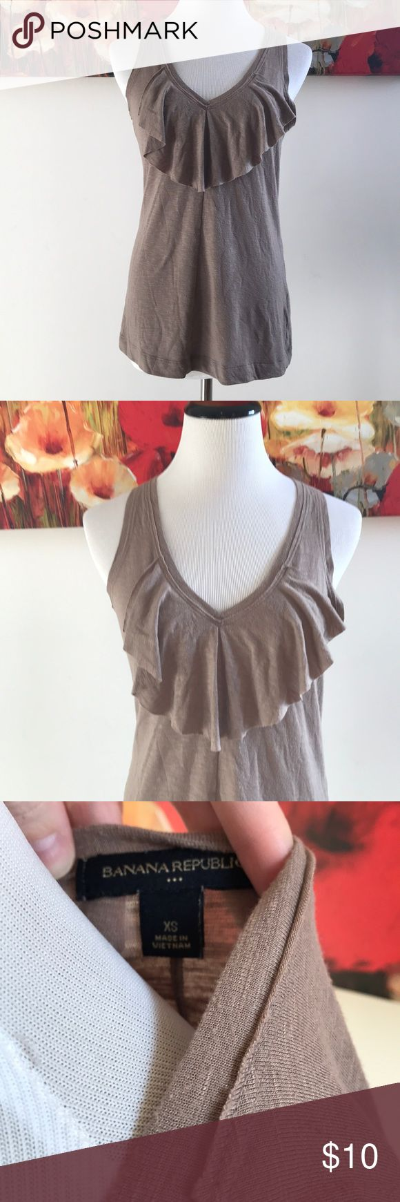 🎁3 for $20 Great Banana Republic Tank Brown banana Republic tank! Really great basic tank that can be dressed up or down. Not brand new, there is slight wear, but definitely a lot of life left! Banana Republic Tops Tank Tops