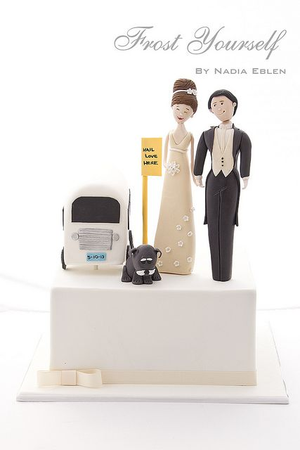 Carlos Lischetti Bride and Groom Wedding Cake