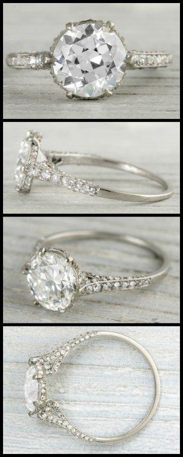 anillo de compromiso Antiguo Art Deco de JE Caldwell con un 2,03 quilates de diamantes de edad de corte europeo.  A través de los diamantes en la Biblioteca.