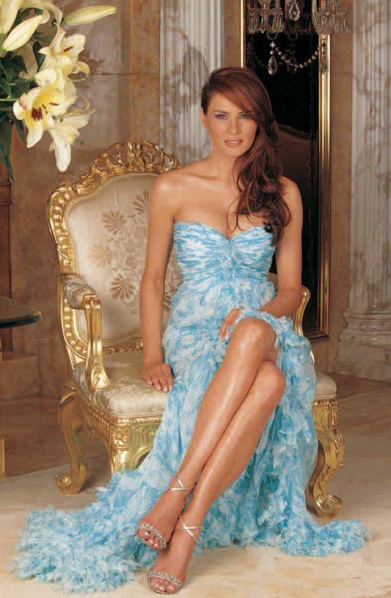 Melania Trump in an off-the-shoulder gown | Photo | Who2