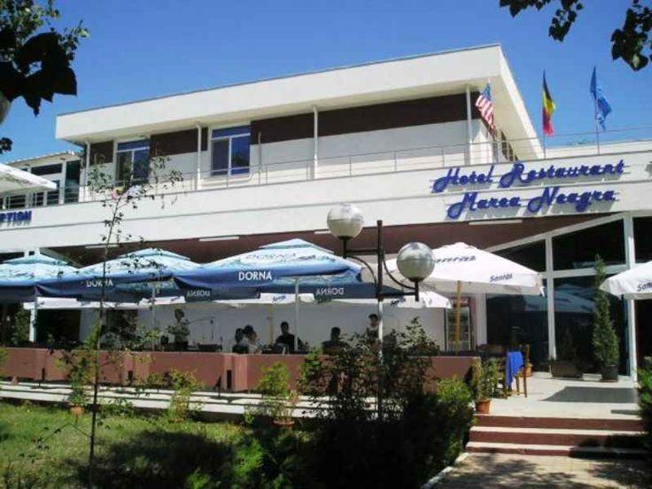 Hotel Marea Neagra 3* Mamaia - hotelul este situat in cea ma frumoasa si mai animata statiune de pe litoralul romanesc statiunea Mamaia, la 50 m de plaja, inconjurat de multa verdeata cu vedere si la plaja si la bulevard, langa Hotel Savoy Mamaia.