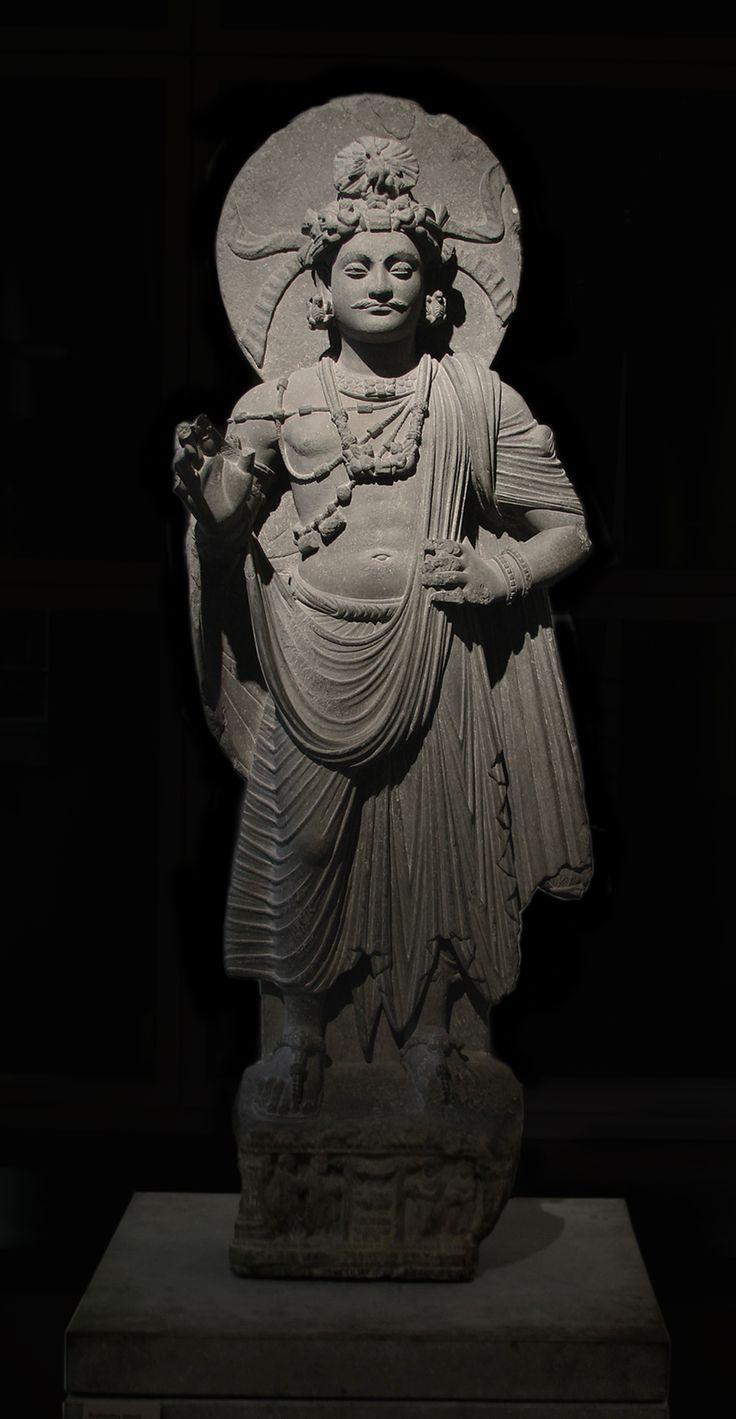 Bodhisattva. Pakistan site de Shahbaz-Garhi. Empire Kouchan, ier ‑ iiie siècle. Schiste. Hauteur : 120 cm. Mission Alfred Foucher. Musée Guimet