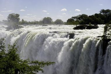 Victoria Falls in all it's glory - Toka Leya