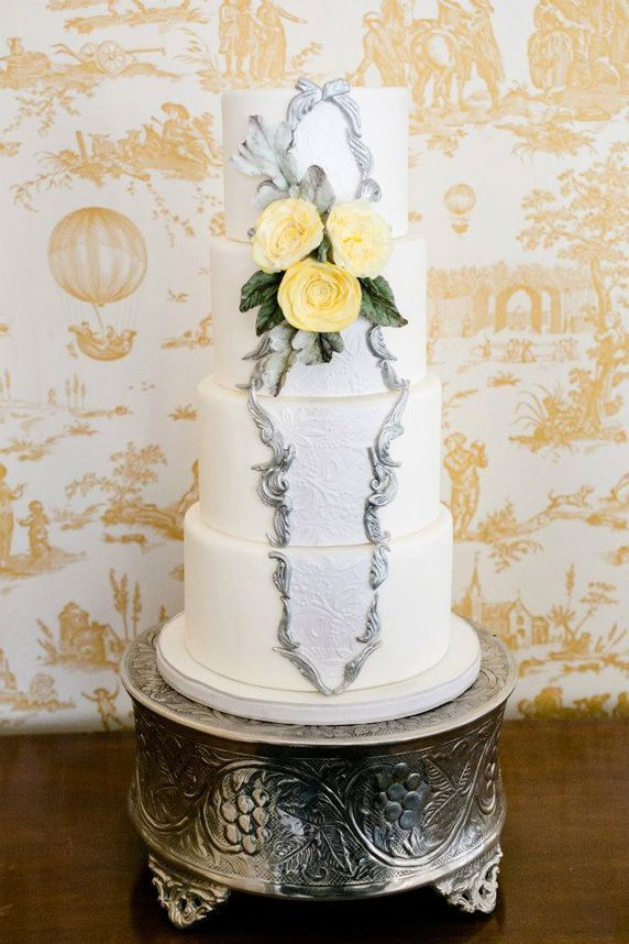 darling Engaging White Classic Beautiful Wedding Cakes
