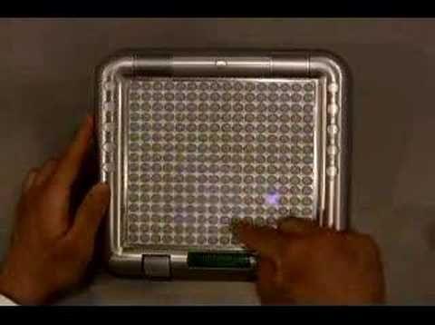 『TENORI-ON(テノリオン)』は16×16個のLED内蔵ボタンを使い、視覚的・直感的に作曲・演奏が出来る新しい電子楽器。  メディアアーティスト・岩井俊雄とYAMAHAのコラボレーションによって生まれた、光と音の新しいインターフェイスだ。