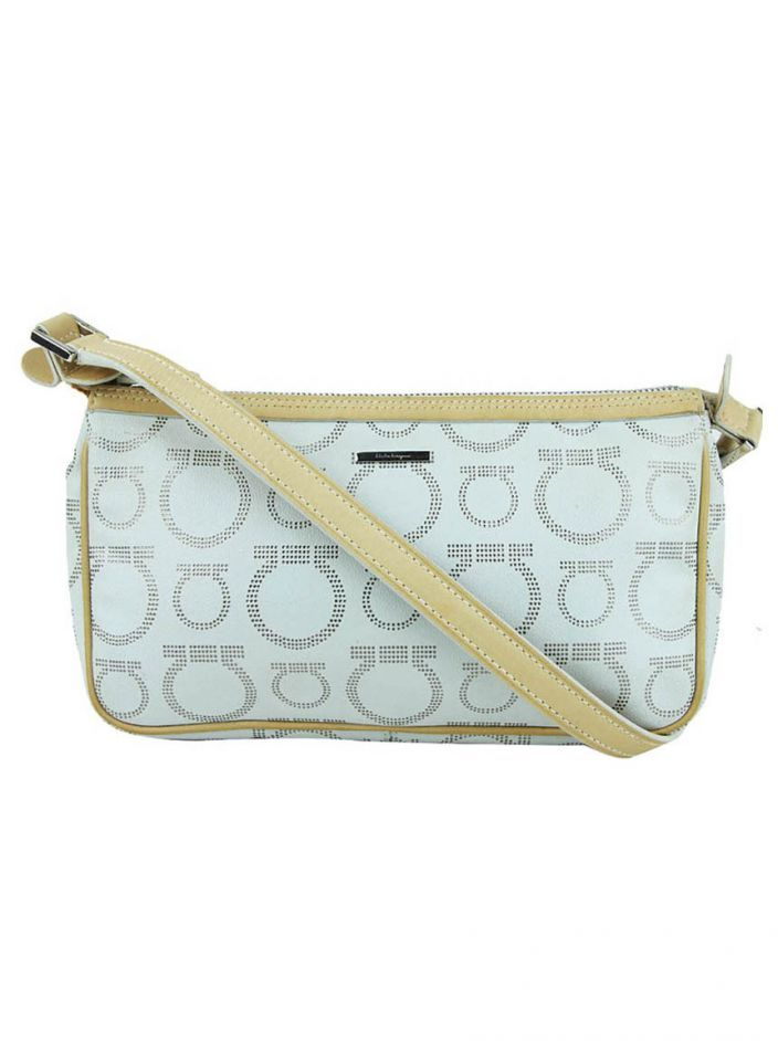 871ad692c Bolsa Salvatore Ferragamo Canvas Off-White original. O modelo confeccionado  em canvas off-