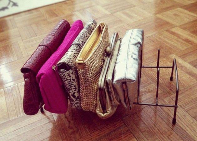 Подставка для кастрюльных крышек с лёгкостью трансформируется в место хранения дамских сумочек.