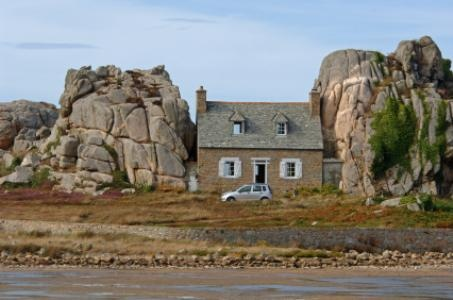 la maison entre les rochers! I have this pic with my Dad upfront, and also a cookie box with this pic on it! Brittany!!