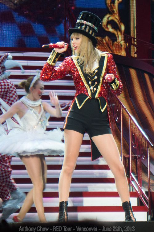 Taylor Swift preforming during the Red Tour!