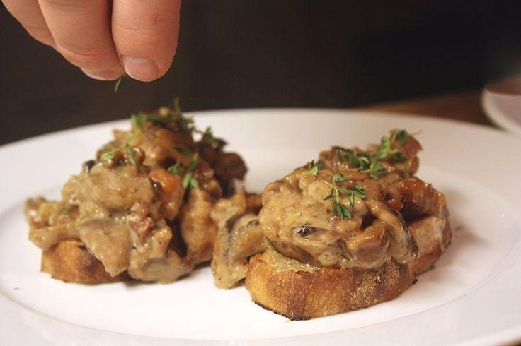 Crostini med svampe, figner og portvin