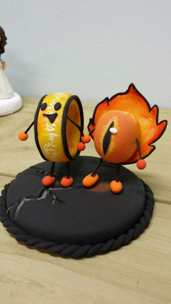 The One Ring and The Eye of Sauron cake toppers