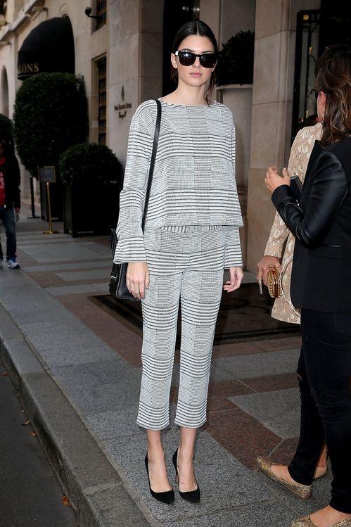 Kendall Jenner en total look Derek Lam et escarpins Manolo Blahnik à Paris en octobre 2014