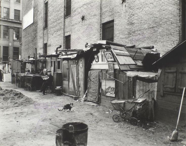 Unemployed and huts, West Houston -- Mercer St., Manhattan. (October 25, 1935)