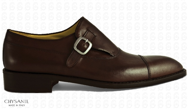 Mod. BUSINESS  in brown calf leather with  mono buckle in charcoal gray.  Sole and heel in hide.