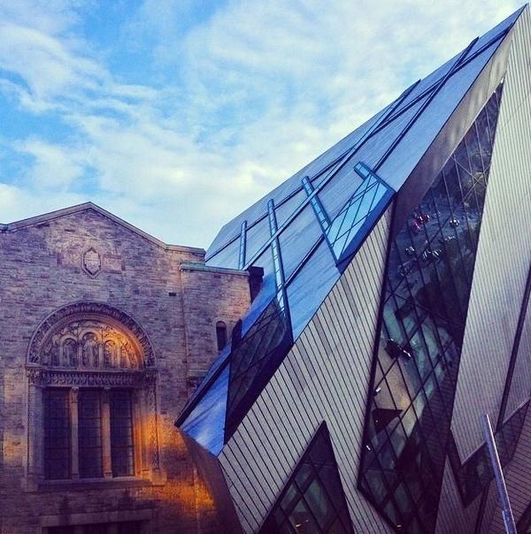 "22.8.14 - From @Katyeevans ""#frifotos #modern meets traditional on a @LiveCelebrated trip.Royal Ontario Museum in #toronto"""