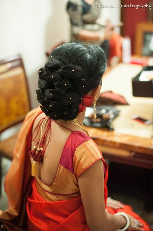"The quintessential ""Khopa""(Stylish hair bun )for the bengali bride"