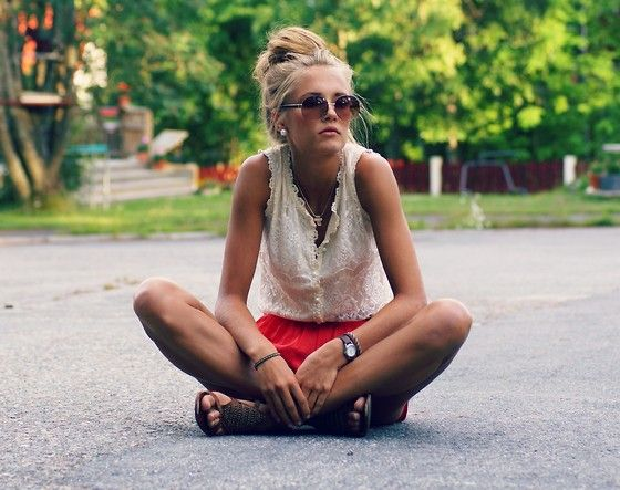 <3Lace Tops, Summer Day, Messy Hair, Summer Outfit, Girls Next Doors, Messy Buns, Indian Style, Hair Looks, Red Shorts