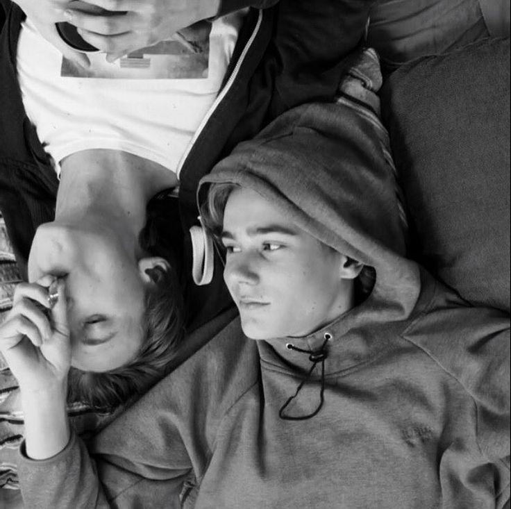 "157 Me gusta, 2 comentarios - 2 Humans Obsessed With Skam!♡ (@skam3spam) en Instagram: ""Don't forget to vote peeps, we can do this!! And don't forget to spread love❤️ 