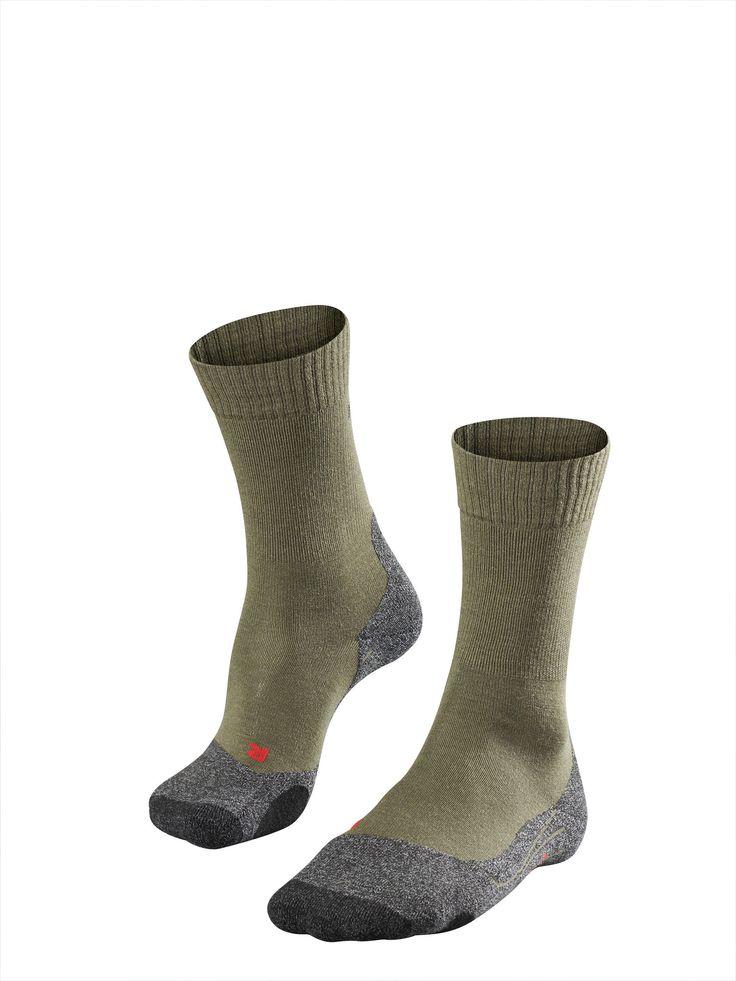 Moderne & hochwertige Wandersocken, Wandershirts & -hosen von FALKE: Perfekte Klimaregulierung und schnelle Rücktrocknung sind ideal für lange Wanderungen.