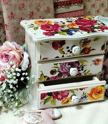 Beautiful Decoupage with Calambour's paper