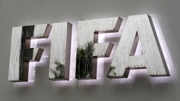 Mundial 2006: Un ex de la FIFA confirma que recibió 6,7 millones por la celebración del Mundial en Alemania http://www.abc.es/deportes/futbol/abci-mundial-2006-fifa-confirma-recibio-67-millones-celebracion-mundial-alemania-201801131612_noticia.html