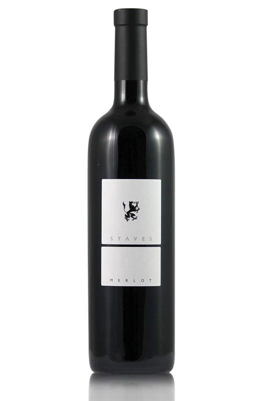 STAVES MERLOT - Tenuta Kornell Na, wer wird denn gleich Rot sehen? Auch wenn die Würze erstmal an Bordeaux erinnert – ein Schluck hiervon und das Leben ist wieder im Merlot! Und wir reden hier nicht von einem überladenen oder überreifen, sondern...