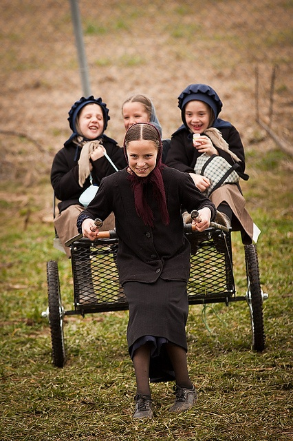 .Amish Kids, Amish Lancaster, Amish Children, Amish Life, Fun Amish, Amish Girls, Amish Fun, Amish People, Amish Living