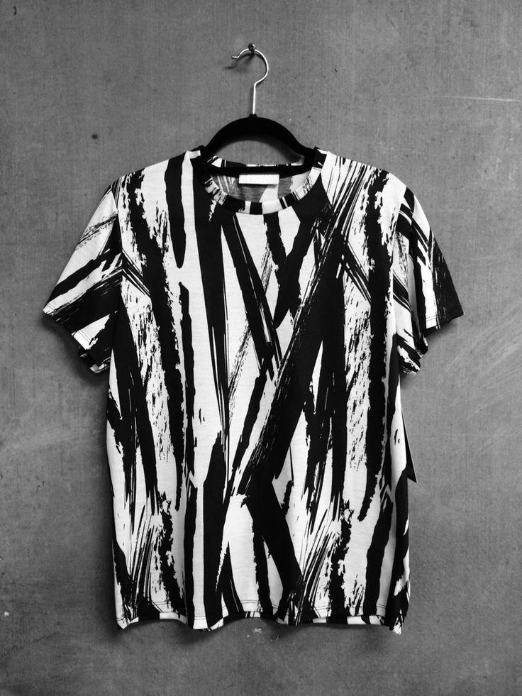 hand painted black and white t shirt, fashion diy, easy diy ideas