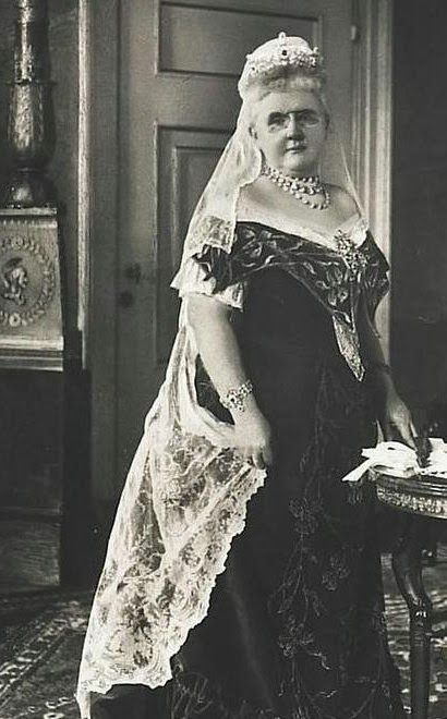 Queen Emma of The Netherlands with the Mellerio Ruby Parure Tiara.