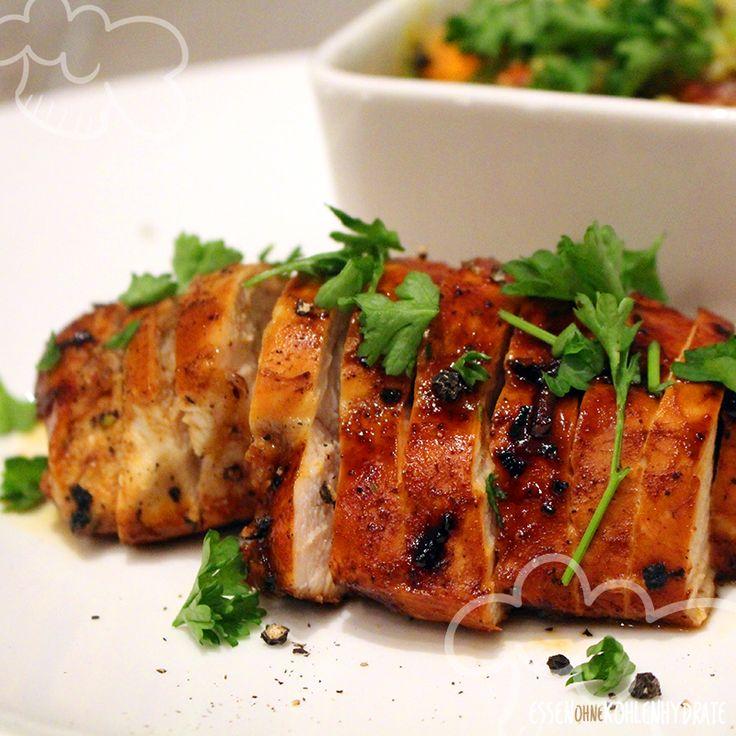 Für dieses leckere Rezept geht es zunächst ans Kleinschneiden und anmischen der Marinade aus Sojasoße und einem Teelöffel Honig. Anschließend kommt das Hähnchen abgedeckt für mindestens 30 Minuten in den heißen Ofen. Gelegentlich sollte man das Fleisch kurz erneut mit der Soße überschütten oder bepinseln. So werden die …