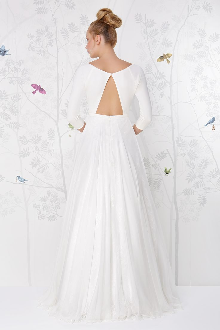 SADONI wedding dress LOLITA with rectangulair portrait back