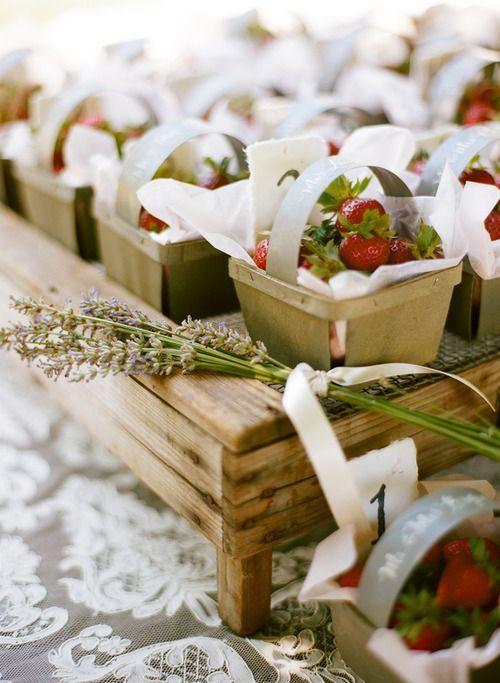 Creative summer wedding favours | weddingomania #fruit #strawberries