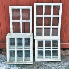 Gamla spröjsade fönster