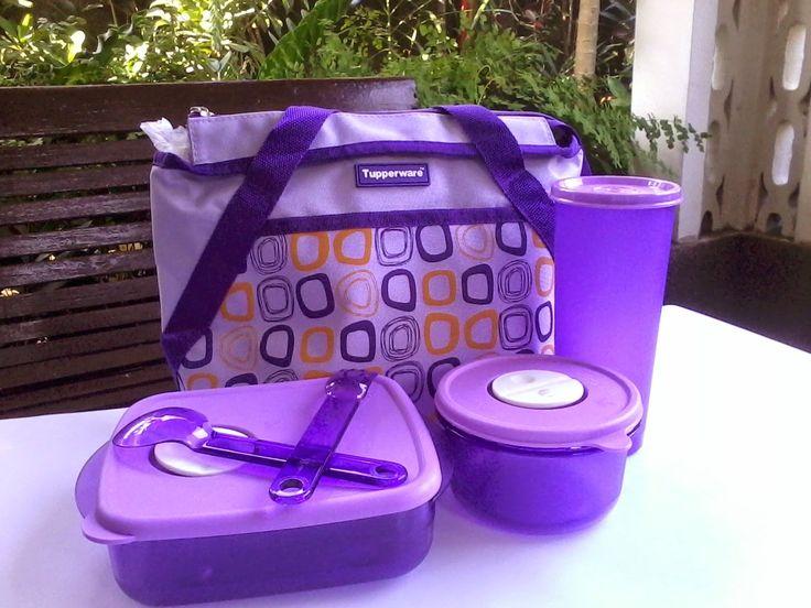 Perlengkapan Makan Tupperware: Wadah Bekal Cosmo Violet Tupperware