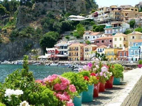 """Πάργα ~ μια γωνιά που """"νοστιμίζει """" την Ελλάδα μας σαν μπαχαρικό. Parga ~ a niche that """"relishes"""" Hellas like a spic..."""