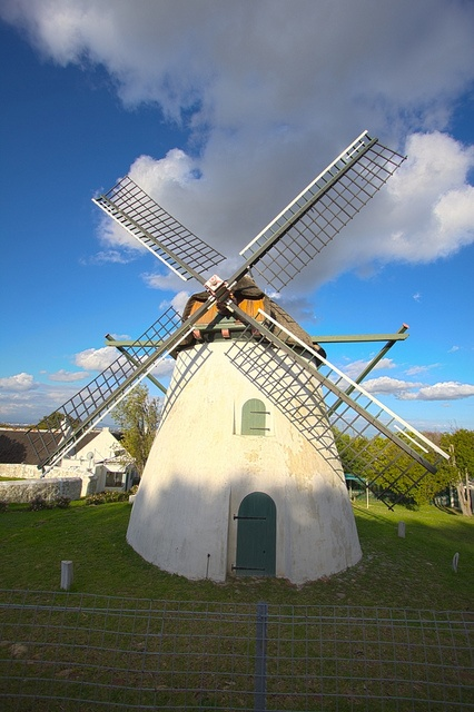 Historic Mostert's Mill. Built in 1796 it is the oldest surviving and only working mill in Mowbray, Cape Town, SOUTH AFRICA. (by Ihsaan Adams Photography ©, via Flickr)