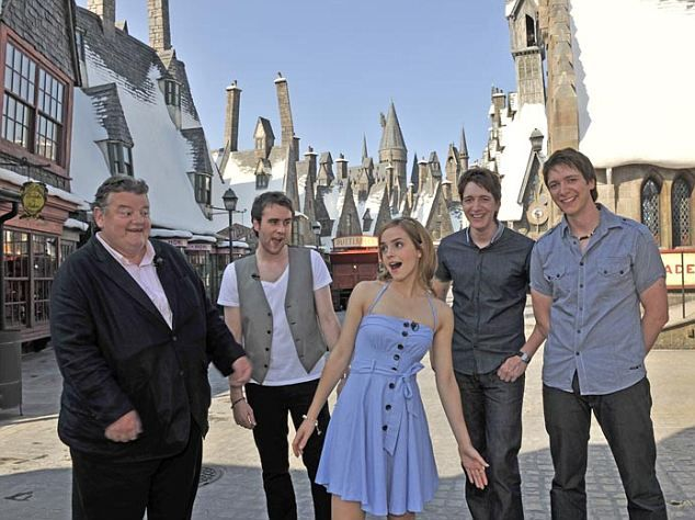 harry potter world florida - Google Search--Emma Watson - Robbie Coltrane, Mathew Lewis Oliver and James Phelps