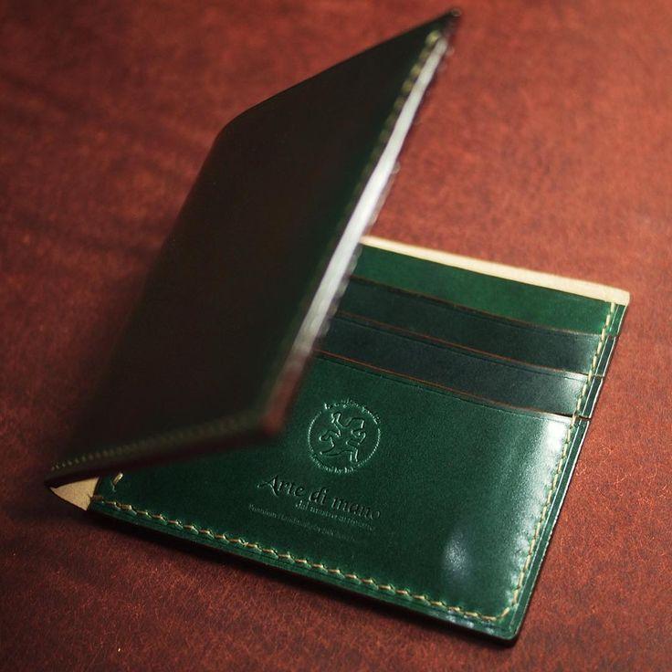 Happy sunday! 평안한 일요일 보내세요. :) 심플 반지갑 / 이탈리안 쉘 코도반.  Simple type half-wallet / Italian shell cordovan. Green. . .  #leatherwork #leathercraft #leather_craft #bespoke  #JnK #ArteDiMano  #ordermade #customcase #custommade  #watchstraps #handmade #handcraft #성북동 #가죽공예 #가죽공방 #핸드메이드 #shellcordovan #코도반 #쉘코도반 #workingroom #작업실 #반지갑 #지갑 #코도반지갑 #cordovanwallet @shellcordovan #reseller #리셀러