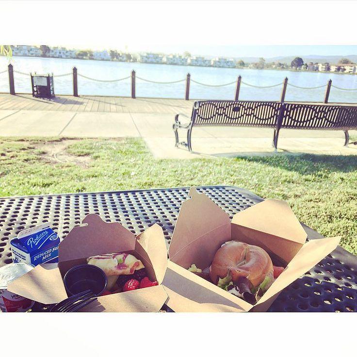 Breakfast by the riverside #sanfrancisco#riverside#breakfast#bagel#strawberry#crewlife#crewlifestyle#goodmorning#sunnyday#flight#attendant by paris1658