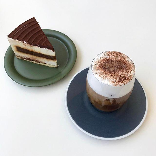 생각나  #일상 #데일리 #익산카페 #메종210 #콜드브루비엔나 #티라미수 #팔로우 #오오티디  #daily #cafe #photo #cake #desert #follow #ootd