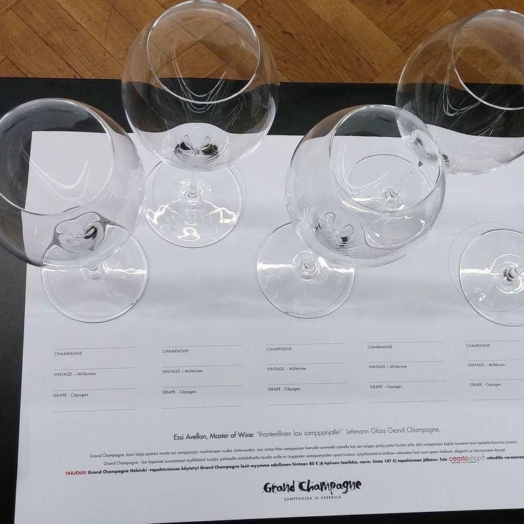 Samppanjatastingissä mutta lasit vielä tyhjillään. #samppanja #grandchampagnehelsinki#viini#wines#winelover#winegeek#instawine#winetime#wein#vin#winepic#wine#wineporn herkkusuu #lasissa #Herkkusuunlautasella