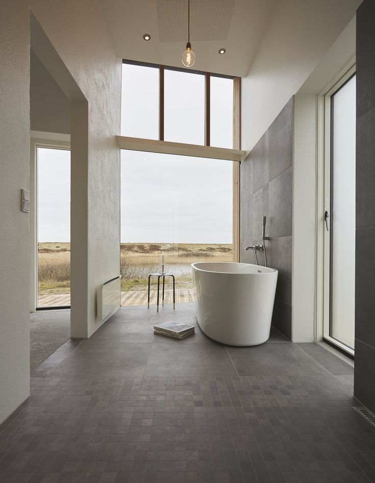 40 Modern Bathtubs That Soak In the