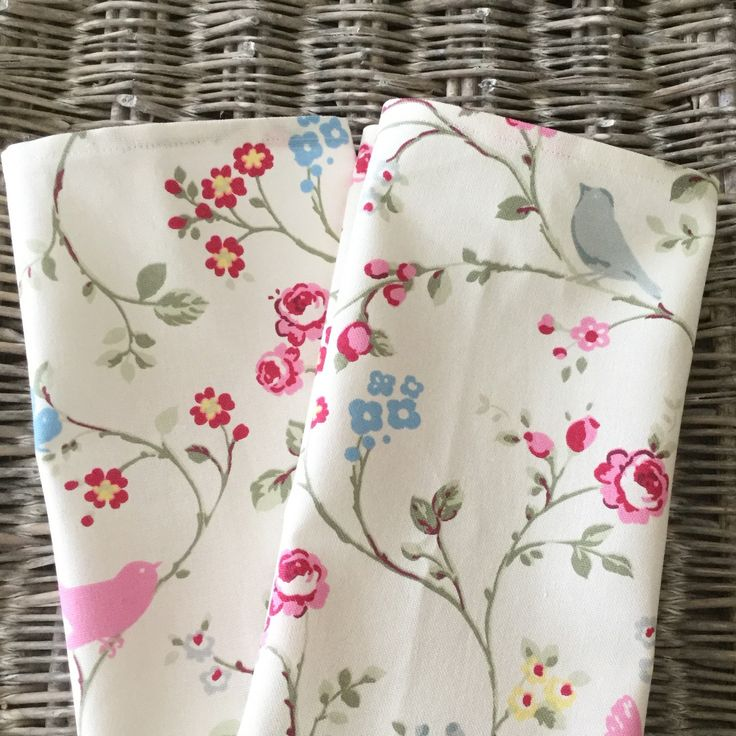 Beautiful floral teatowels to freshen up your kitchen decor for the summer!